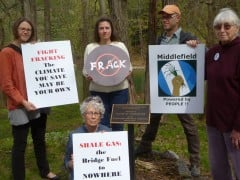Middlefield_NY_fracktavists_ban_fracking-viaFlickr350-dot-org