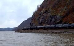 oil-train-JLipscomb-2011-11-17_13-47-59_250-550
