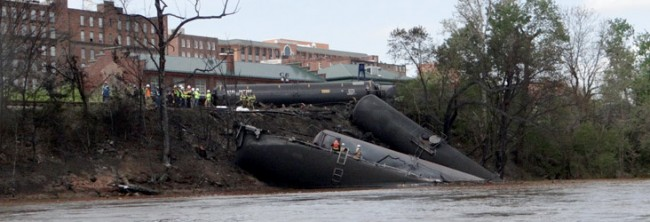 Lynchburg-crude-oil-train-derailment-viaWaterkeeperAlliance-732x250