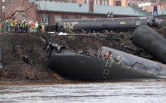 Lynchburg-crude-oil-train-derailment_loRes-viaWaterkeeperAlliance-2cropped