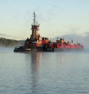tug-barge-anchored-Hudson-river-Hyde-Park-JLipscomb-0916