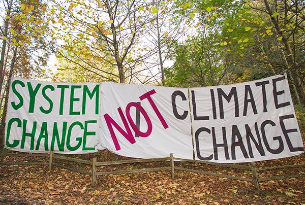 KinderMorgan-oilpipeline-protest-crMarkKlotz-CreativeCommons-600