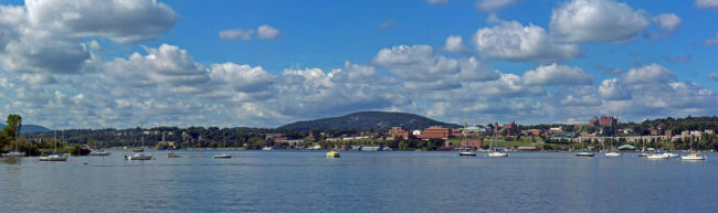 1200px-Newburgh_and_Snake_Hill_panorama_from_across_Hudson_River_in_Beacon,_NY (2)